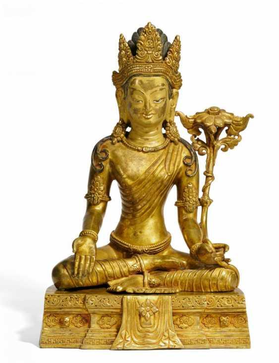 Rare and large figure of the Bodhisattva Padmapani - photo 1
