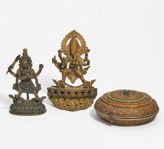 Nine figures of gods, a sacrificial box and a thangka of Rahula - photo 3