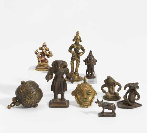 Nine little figures, mask and box - photo 1