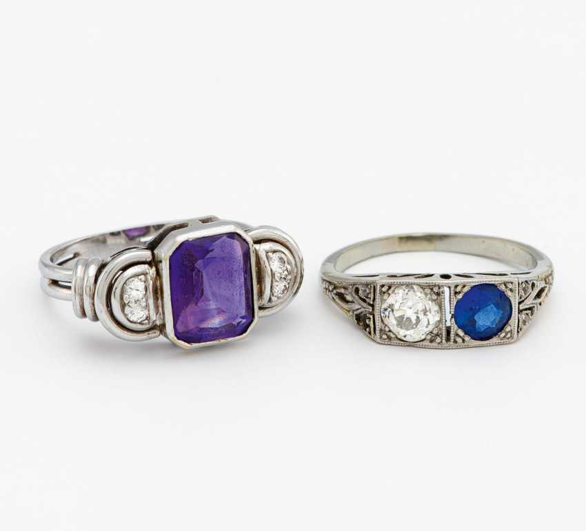 Mixed lot: two color stone rings - photo 1