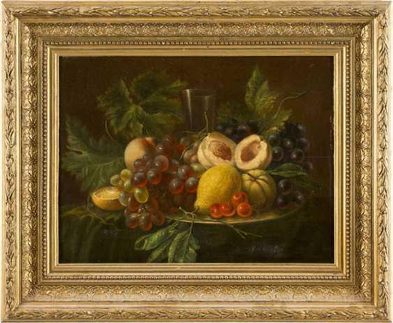 MARIA MARGARETHA VAN OS (ATTR.) Den Haag 1780 - 1862 Reizvolles Früchtestilleben mit Trauben, Pfirsichen, Zitronen und schmalem - photo 2