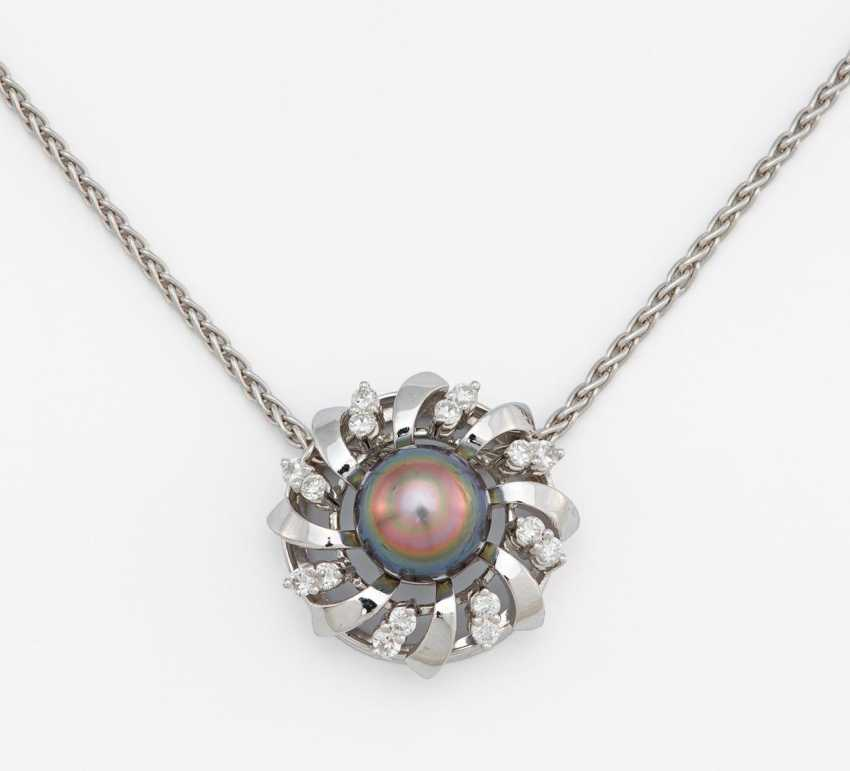 Pearl and diamond pendant chain - photo 1