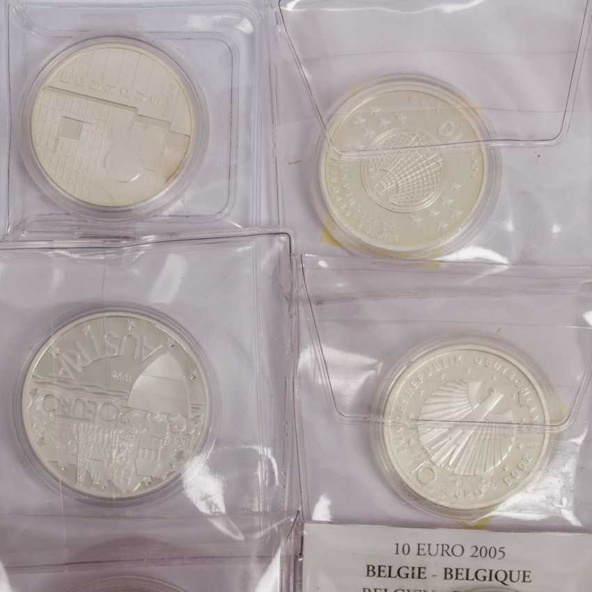 Small bundle of silver coins - photo 2