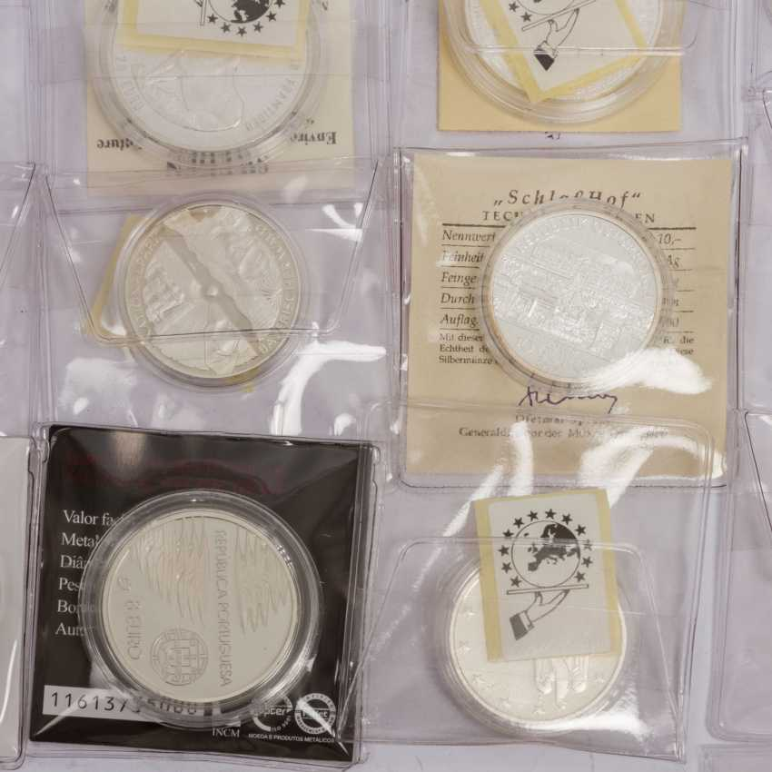 Small bundle of silver coins - photo 4
