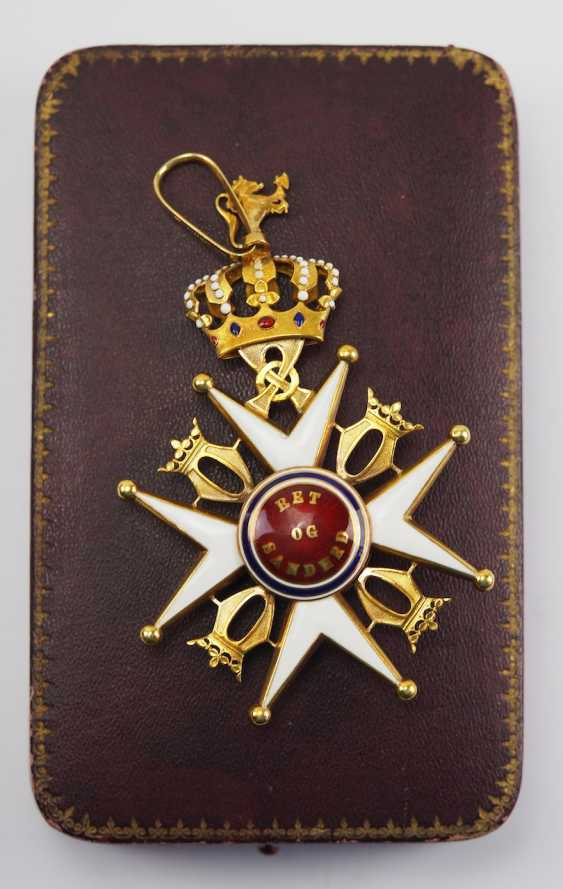 Norway: Order of St. Olav, 2nd model (1907-1937), Commander's Cross, in a case. - photo 3