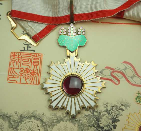 Japan: Order of the Rising Sun, 3rd class, in a case, with a certificate for a Prussian major general. - photo 2