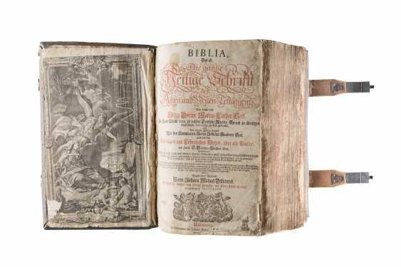 DIE BIBEL Deutsch, Nürnberg, um 1770 Als Beigabe Holzkreuz (um 1900). - photo 2