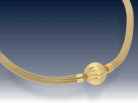 """Kette/Collier: sehr hochwertiges, goldenes """"Strumpfband""""-Collier mit großer und dekorativer Nittel-Wechselschließe - photo 1"""