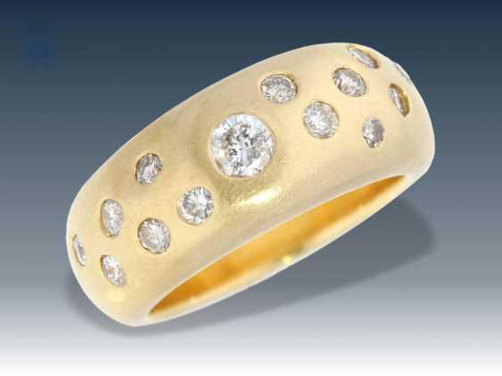 Ring: sehr massiver Bandring mit zahlreichen Brillanten, ca. 0,8ct - photo 1
