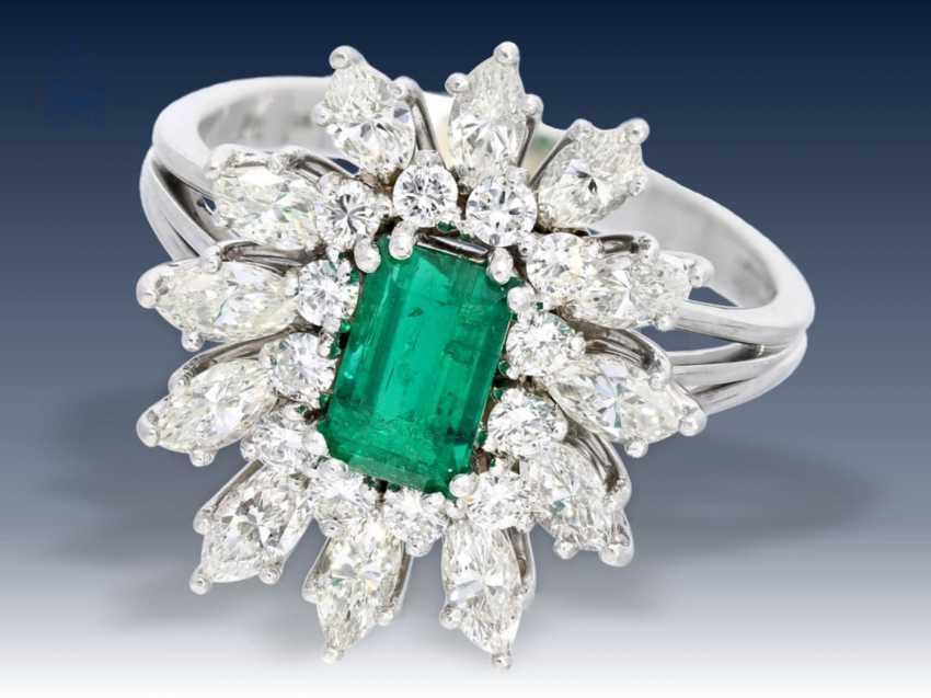 Ring: wunderschöner und wertvoller vintage Smaragd/Diamant-Blütenring, Handarbeit aus 950er Platin - photo 1