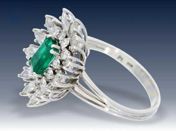 Ring: wunderschöner und wertvoller vintage Smaragd/Diamant-Blütenring, Handarbeit aus 950er Platin - photo 2