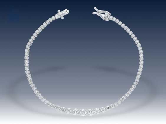 Armband: zierliches, hochwertiges und modernes Brillant-Armband aus 18K Weißgold - photo 2