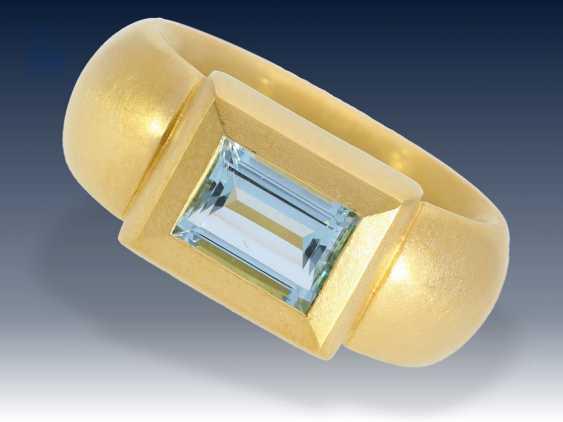 Ring: ehemals sehr teurer, äußerst massiver und schwerer Goldschmiedering mit Aquamarin, Handarbeit aus 900er Gold - photo 1