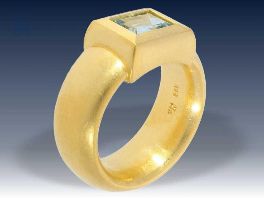 Ring: ehemals sehr teurer, äußerst massiver und schwerer Goldschmiedering mit Aquamarin, Handarbeit aus 900er Gold - photo 2