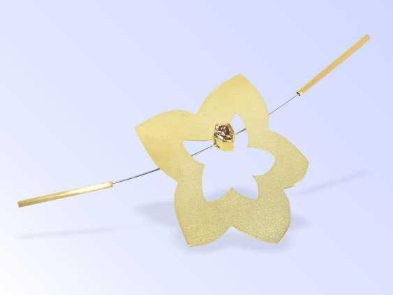Brosche/Nadel: Designerarbeit, vermutlich Wettbewerbsarbeit, 18K Gold und seltener, wertvoller Farbdiamant 1,7ct Fancy Brown - photo 1