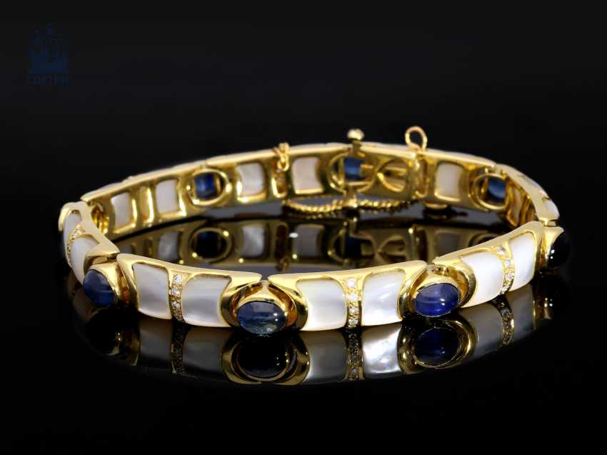 Armband: goldenes, sehr dekoratives und außergewöhnliches vintage Goldschmiedearmband mit Saphiren, Brillanten und Perlmutt - photo 1