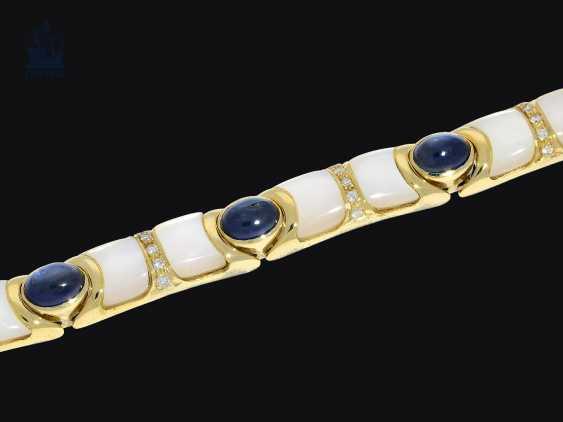 Armband: goldenes, sehr dekoratives und außergewöhnliches vintage Goldschmiedearmband mit Saphiren, Brillanten und Perlmutt - photo 2