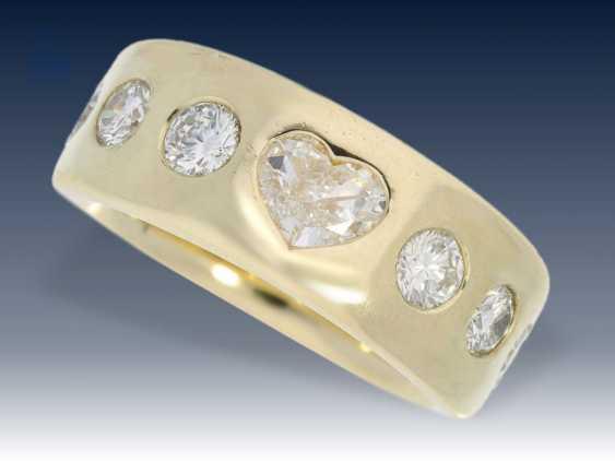 Ring: massiver, ehemals sehr teurer Goldschmiedering mit Diamant-Herz und hochwertigem Brillantbesatz - photo 1