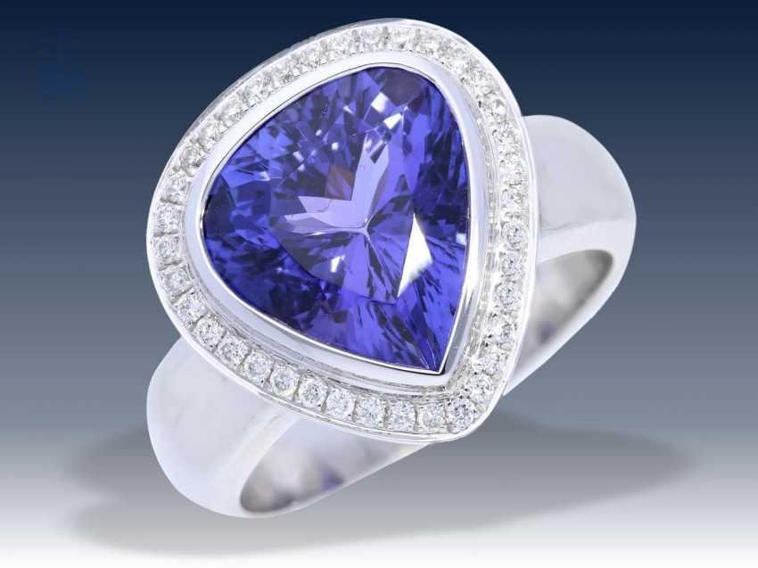 Ring: exklusiver, hochfeiner und neuwertiger Goldschmiedering mit sehr schönem Tansanit von 5,14ct und Brillanten - photo 1