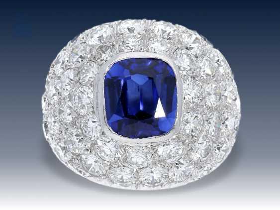 Ring: exquisiter, außergewöhnlicher und äußerst dekorativer Saphir/Brillant- Pavé Goldschmiedering aus Platin, Anfertigungspreis lt. Besitzerin ca.25.000,-DM - photo 1