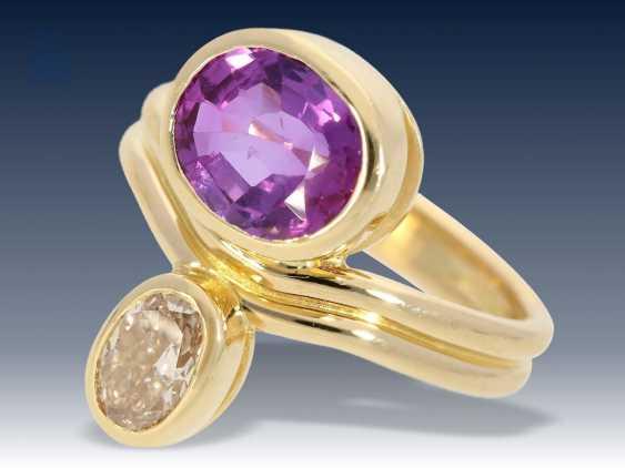 Ring: exquisiter Goldschmiedering mit Diamant von ca. 0,78ct und seltenem, natürlichen, unbehandelten Saphir mit Farbwechsel, ca. 2,75ct - photo 1
