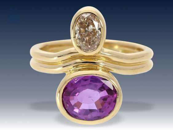 Ring: exquisiter Goldschmiedering mit Diamant von ca. 0,78ct und seltenem, natürlichen, unbehandelten Saphir mit Farbwechsel, ca. 2,75ct - photo 2