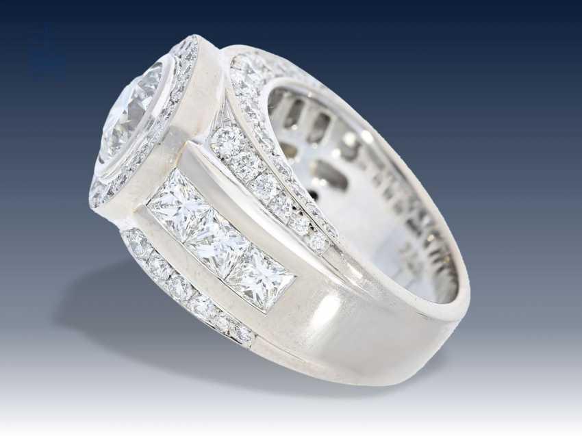 Ring: äußerst hochwertiger Goldschmiedering mit Brillantbesatz, geschätzter Anfertigungspreis 25.000-30.000€ - Foto 2