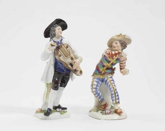 """THE FRIGHTENED HARLEQUIN, AND """"CRIS DE PARIS""""FIGURE of a MAN WITH a hurdy-gurdy Meissen - photo 1"""