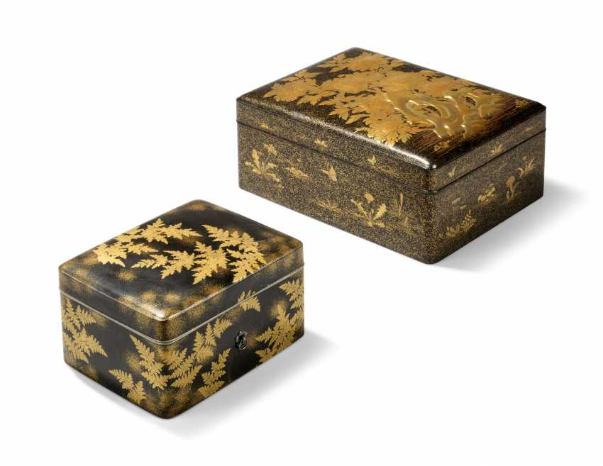 TWO JAPANESE GOLD AND BLACK LACQUER BOXES - photo 1