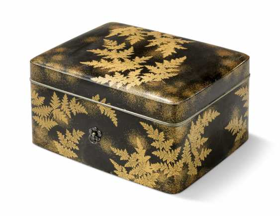 TWO JAPANESE GOLD AND BLACK LACQUER BOXES - photo 2