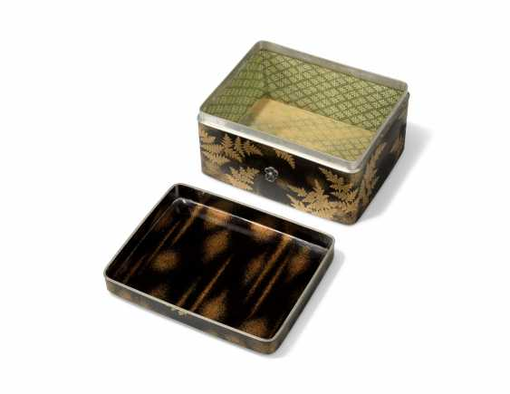 TWO JAPANESE GOLD AND BLACK LACQUER BOXES - photo 4