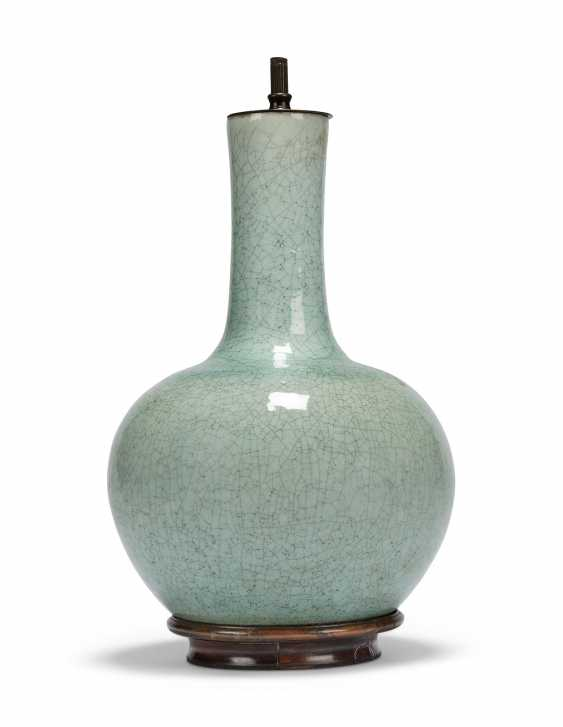A GROUP OF THREE CHINESE VASES, TWO MOUNTED AS LAMPS - photo 3