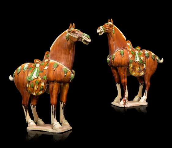 A PAIR OF CHINESE GLAZED POTTERY HORSES - photo 1