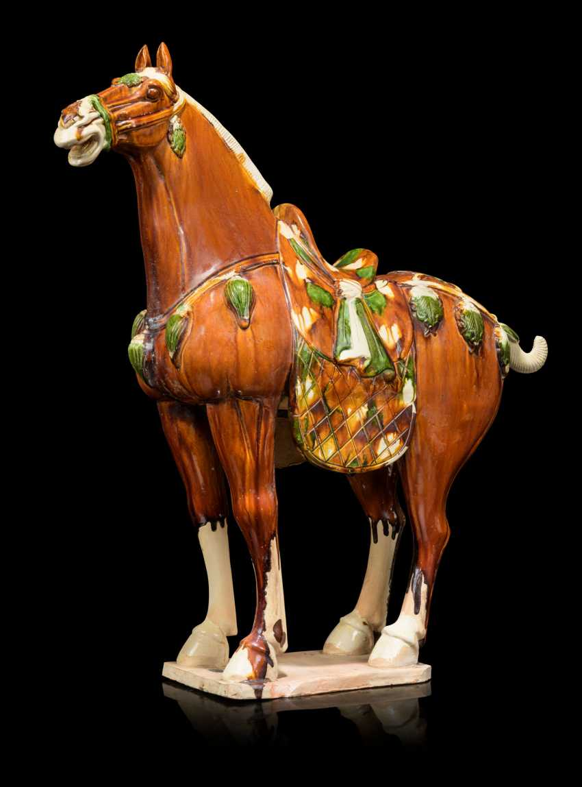 A PAIR OF CHINESE GLAZED POTTERY HORSES - photo 6