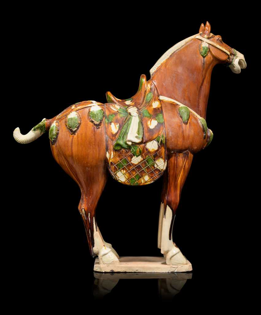 A PAIR OF CHINESE GLAZED POTTERY HORSES - photo 8