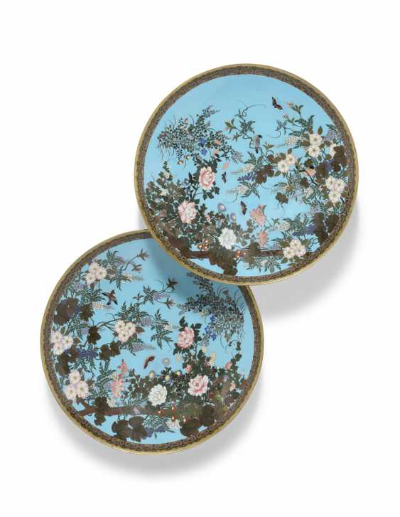 A PAIR OF JAPANESE TURQUOISE-GROUND CLOISONNE ENAMEL CHARGERS - photo 1