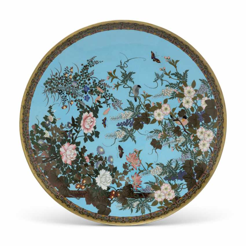 A PAIR OF JAPANESE TURQUOISE-GROUND CLOISONNE ENAMEL CHARGERS - photo 2