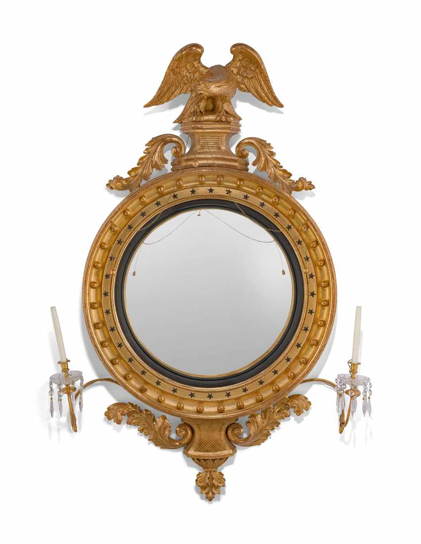 A LARGE ENGLISH GILTWOOD CONVEX MIRROR - photo 1