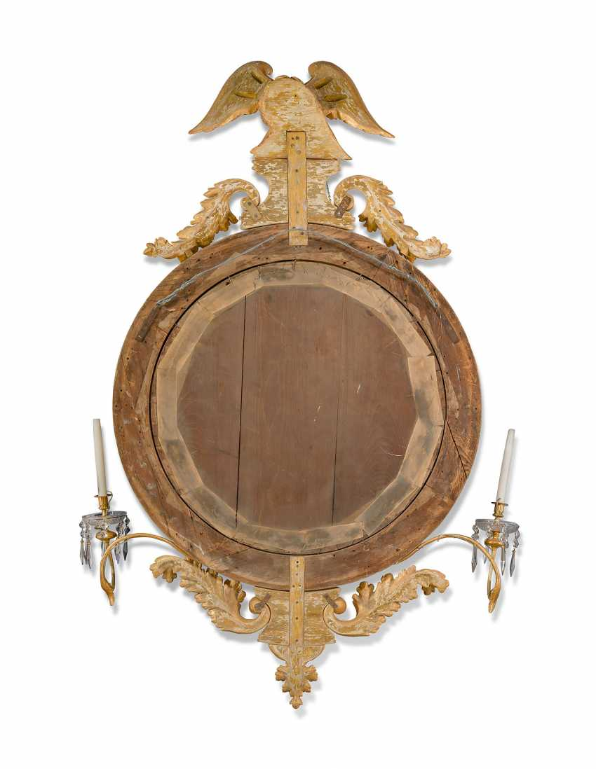 A LARGE ENGLISH GILTWOOD CONVEX MIRROR - photo 3