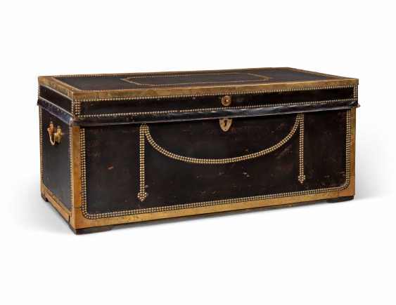 A CHINESE-EXPORT CLOSE-NAIL BRASS-MOUNTED BLACK LEATHER TRUNK - photo 1