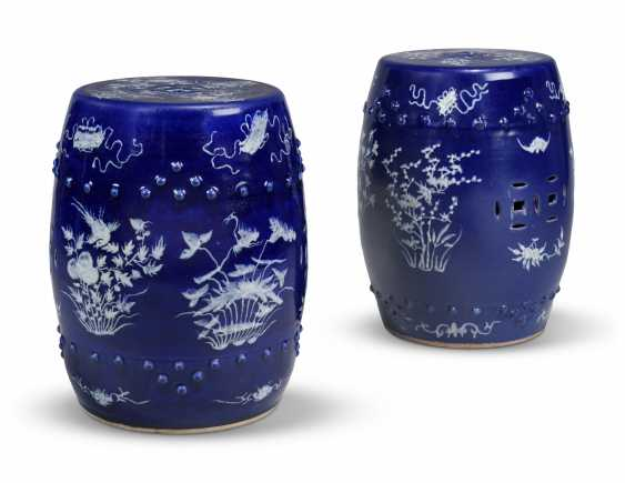 A NEAR PAIR OF CHINESE COBALT-BLUE AND WHITE GARDEN SEATS - photo 3
