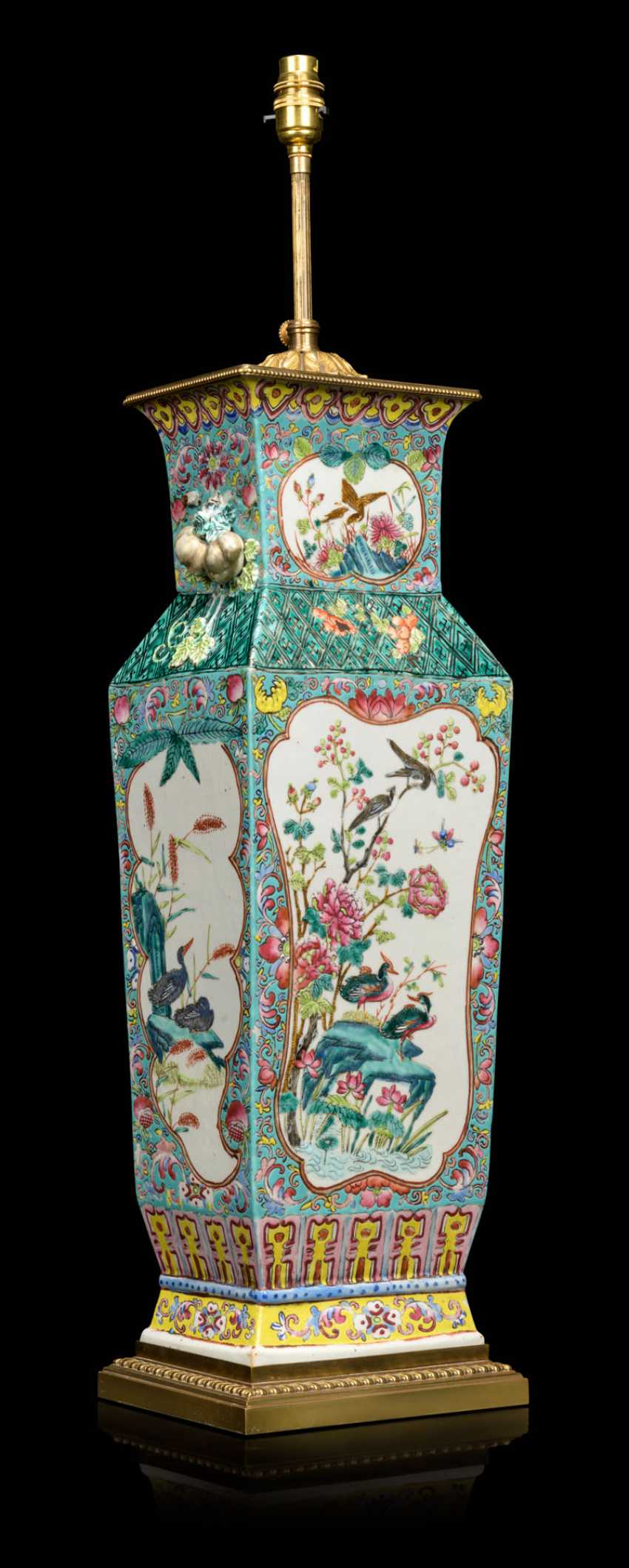 A PAIR OF CHINESE FAMILLE ROSE VASES, MOUNTED AS LAMPS - photo 3