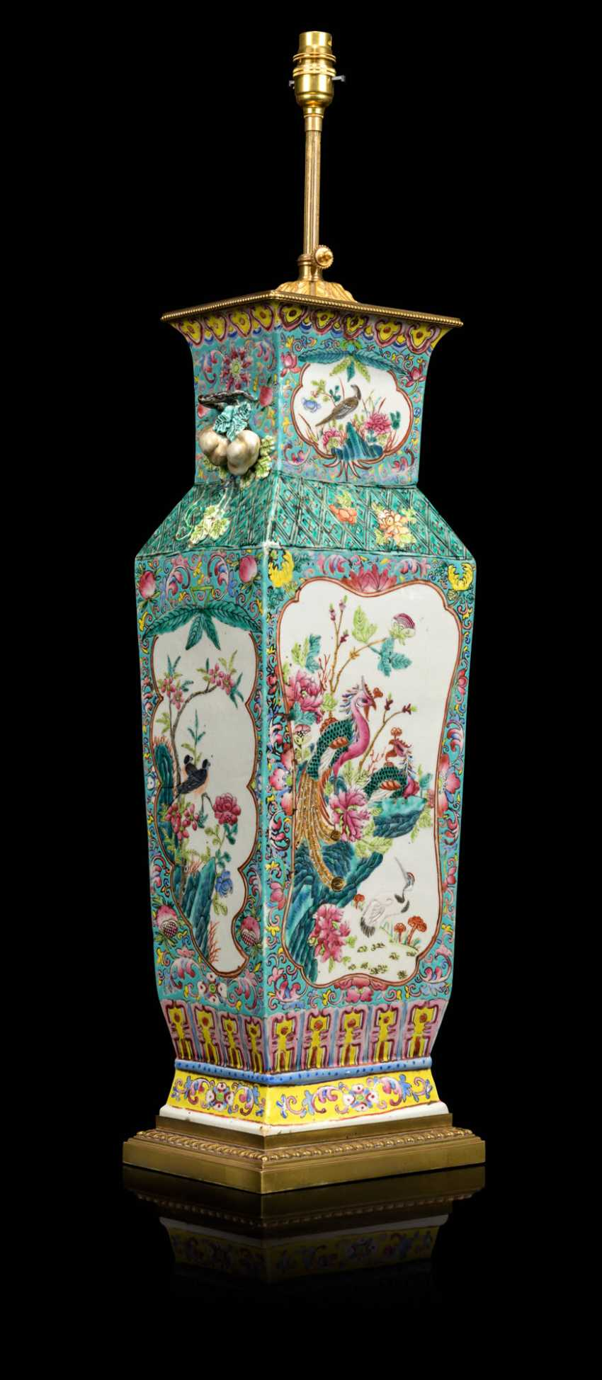 A PAIR OF CHINESE FAMILLE ROSE VASES, MOUNTED AS LAMPS - photo 5