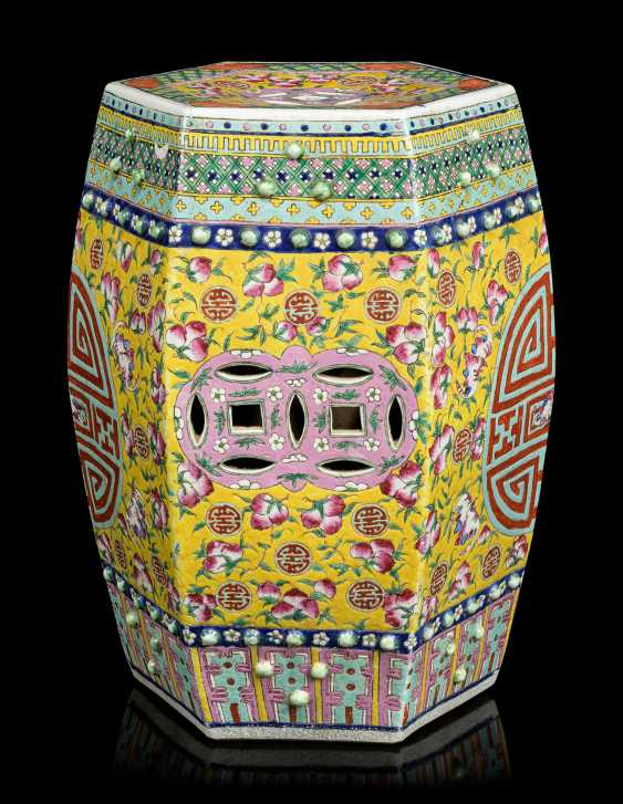 A PAIR OF CHINESE YELLOW-GROUND FAMILLE ROSE HEXAGONAL GARDEN SEATS - photo 5