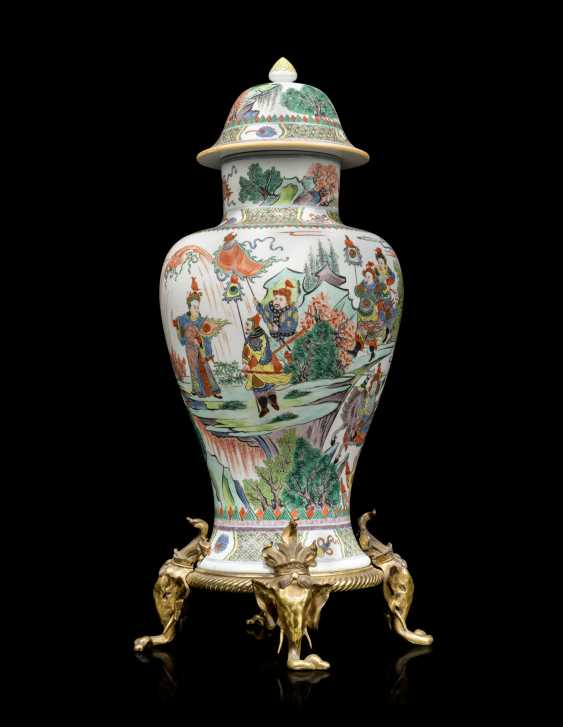 A FRENCH ORMOLU-MOUNTED 'CHINOISERIE' PORCELAIN VASE - photo 2