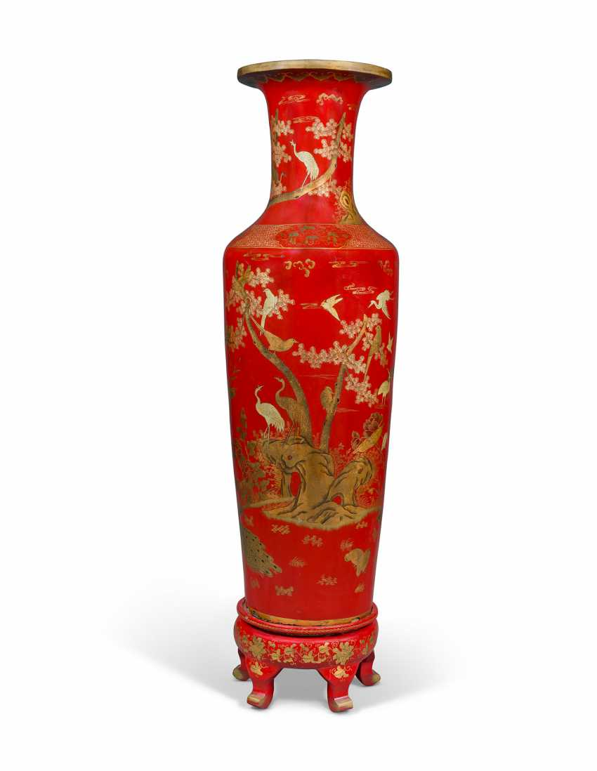 A PAIR OF LARGE RED AND GILT-LACQUER PAPIER MACHE WOOD VASES - photo 5