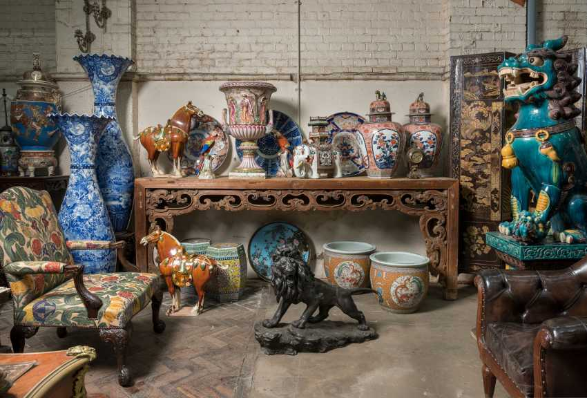 A LARGE CHINESE PINE CONSOLE TABLE - photo 2