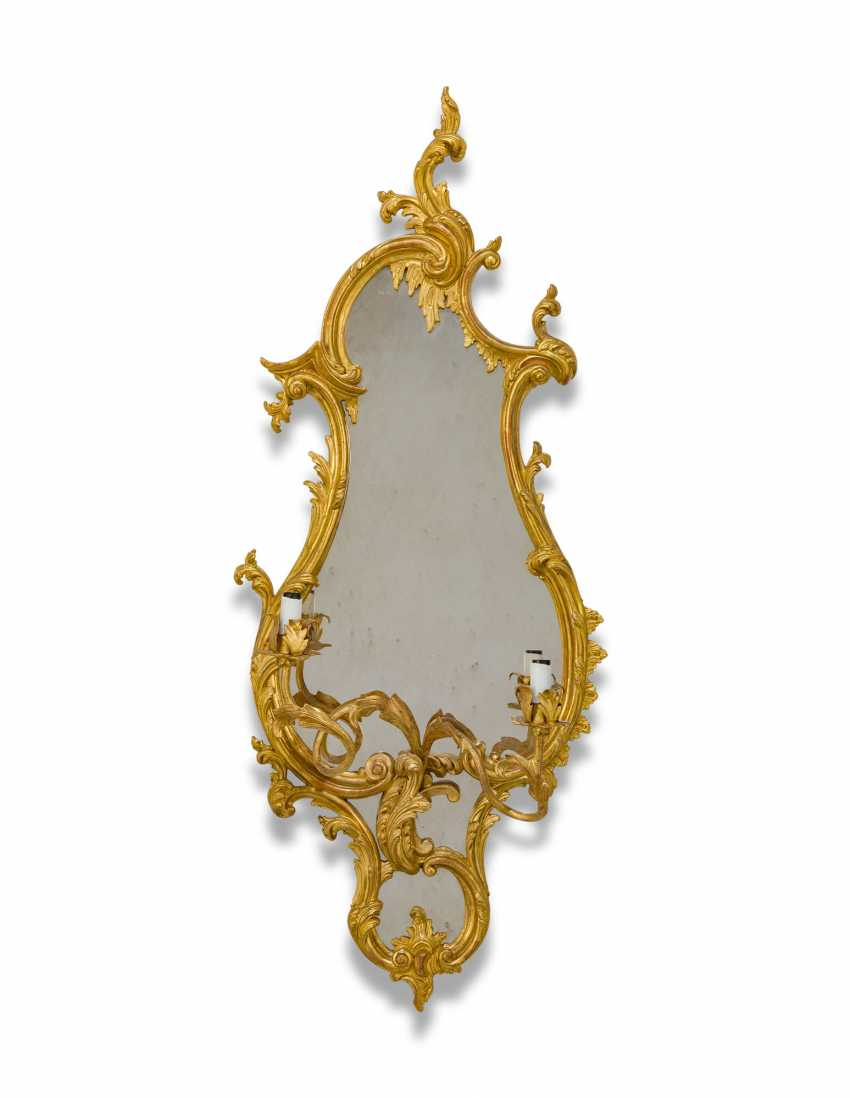 A PAIR OF GILTWOOD AND GILT-GESSO GIRANDOLE MIRRORS - photo 2