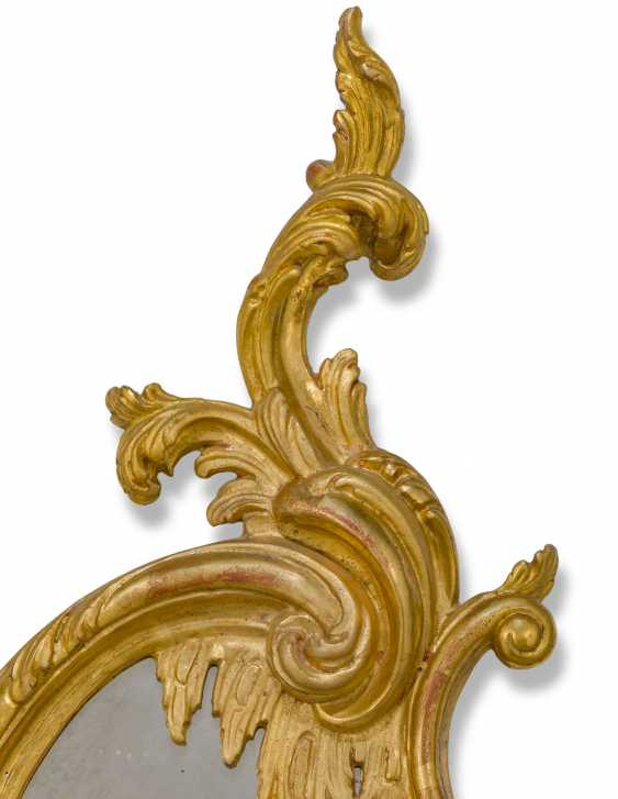 A PAIR OF GILTWOOD AND GILT-GESSO GIRANDOLE MIRRORS - photo 4