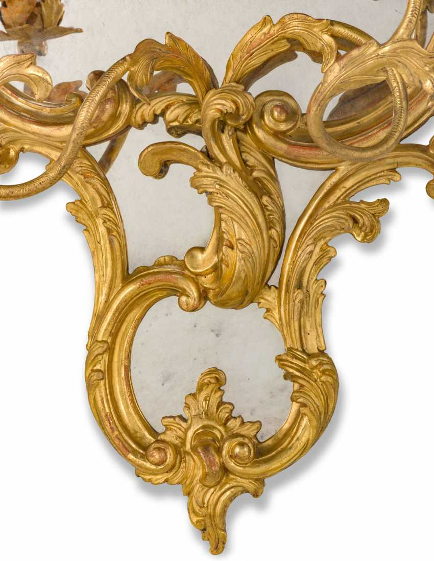 A PAIR OF GILTWOOD AND GILT-GESSO GIRANDOLE MIRRORS - photo 5